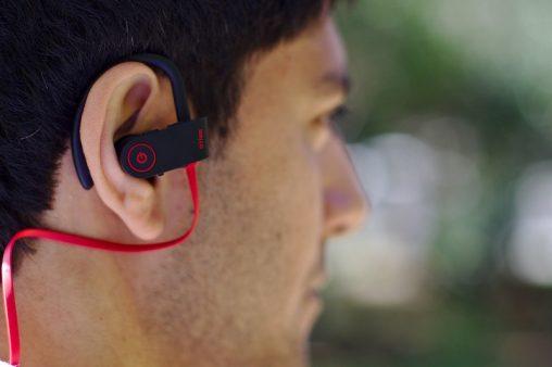 Slušalke za mobitel nam zelo olajšajo telefoniranje in poslušanje glasbe