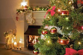 Umetna božična drevesa so vam na voljo v številnih različicah